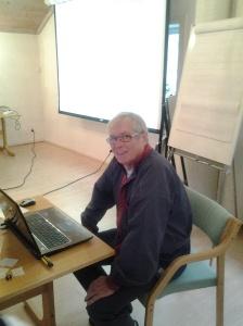 Tor Gervin i DIS sine møtelokaler. Bilde er lagt ut med tillatelse.