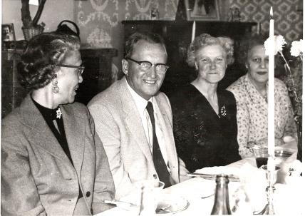 Klemets besøk i 1957. Fra V. Klemets kone Mary Lou, Klemet, hans søster Lilly og min mormor Erna.